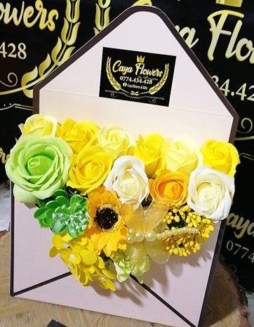 Cutie cadou flori de sapun Yellow Box